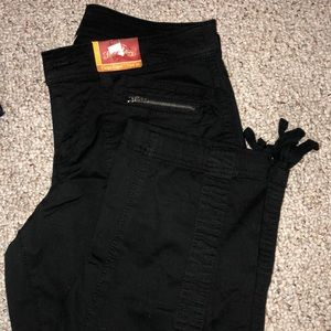 black cargo capri pants